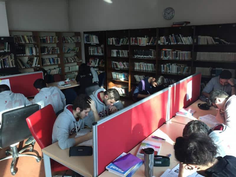 12. Sınıflar kütüphanede
